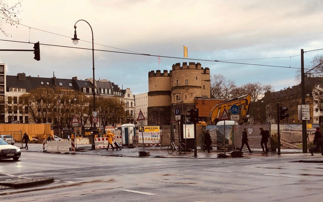 Hahnentor at Ruldolfplatz, Cologne with traffic and people around