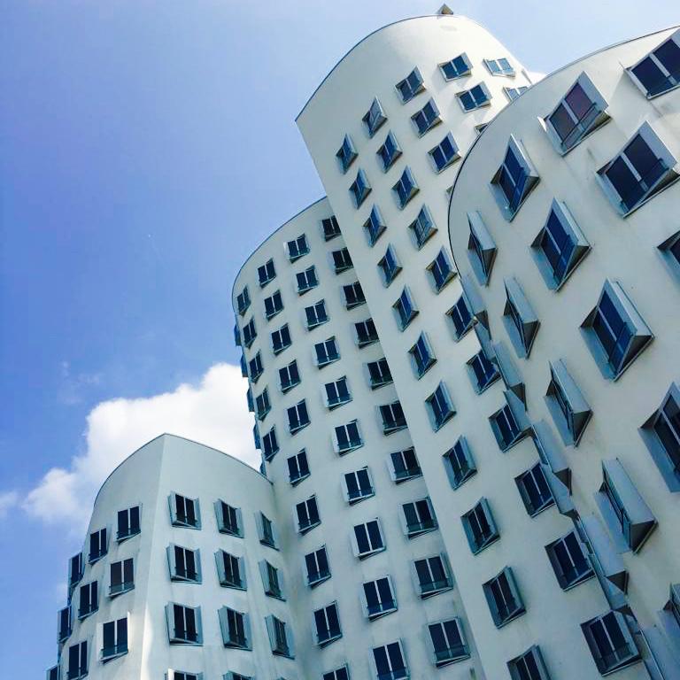 White wavy reflective Gehry buildings in Düsseldorf