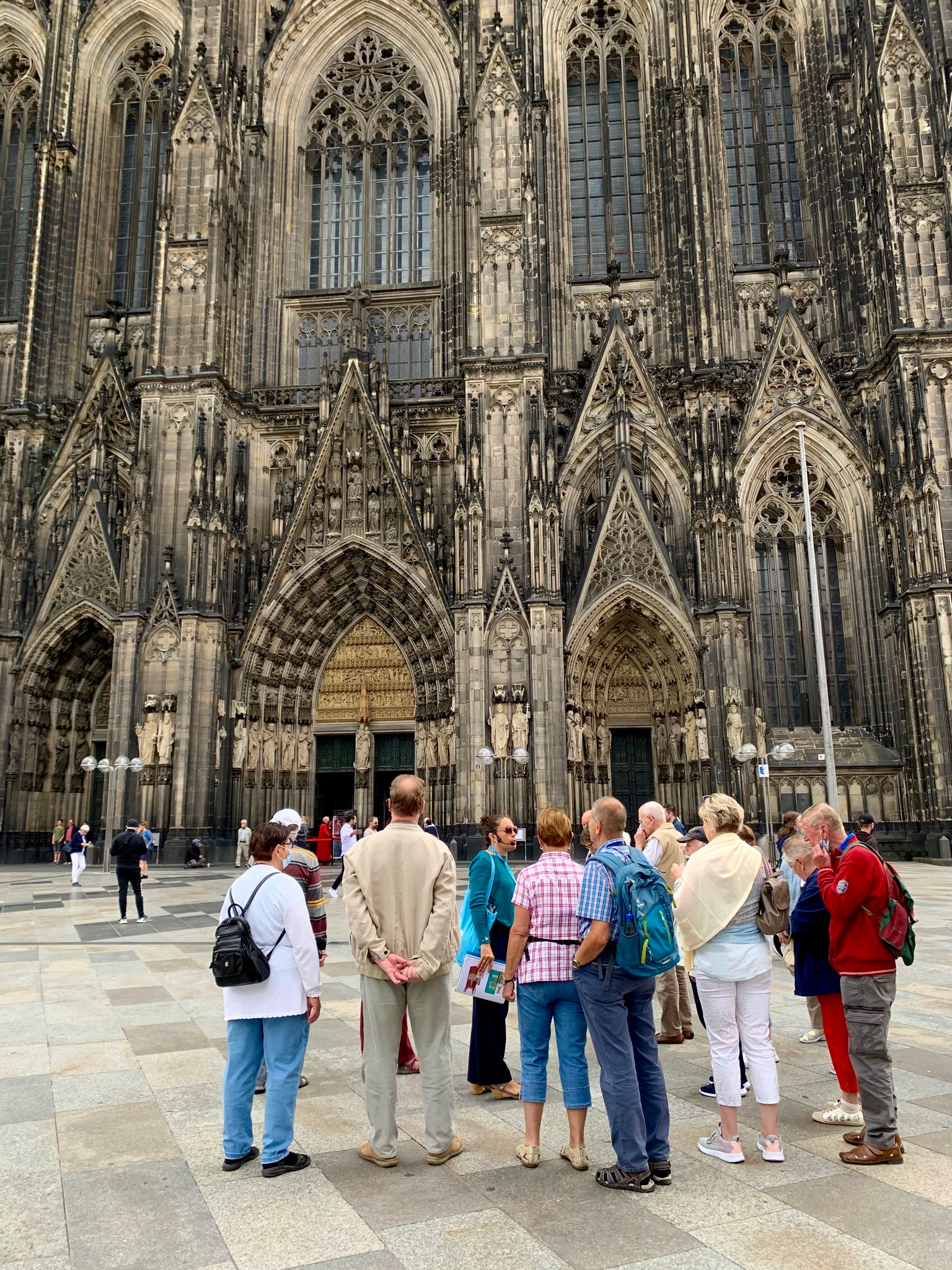 Walking tour group stands outside the main entrance of the Cologne Cathedral