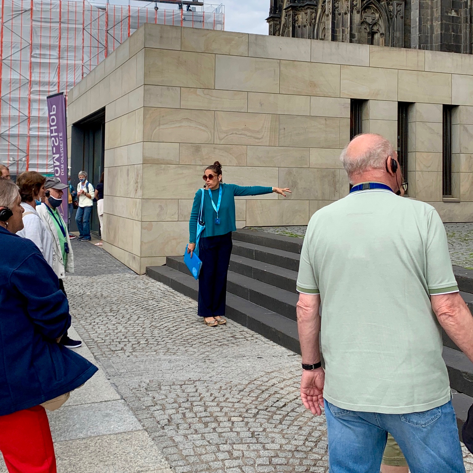 Tour guide explaining the Pope's terrace, Cologne
